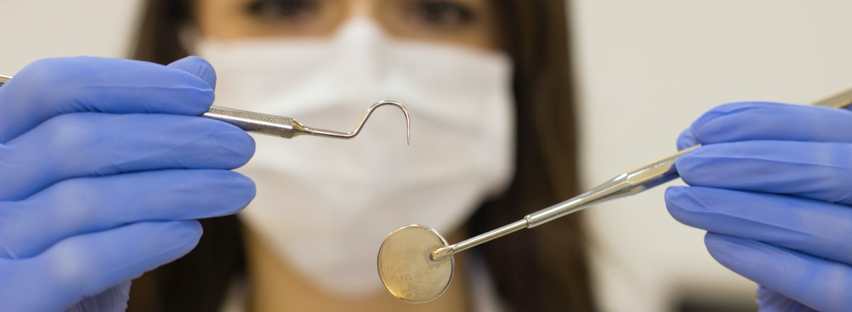 Arbeta som tandsköterska – så här läser du flexibelt på dina villkor